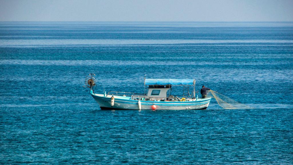 Barco recogida basura Lema